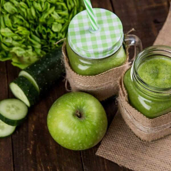 green smoothies with apple and cucumber